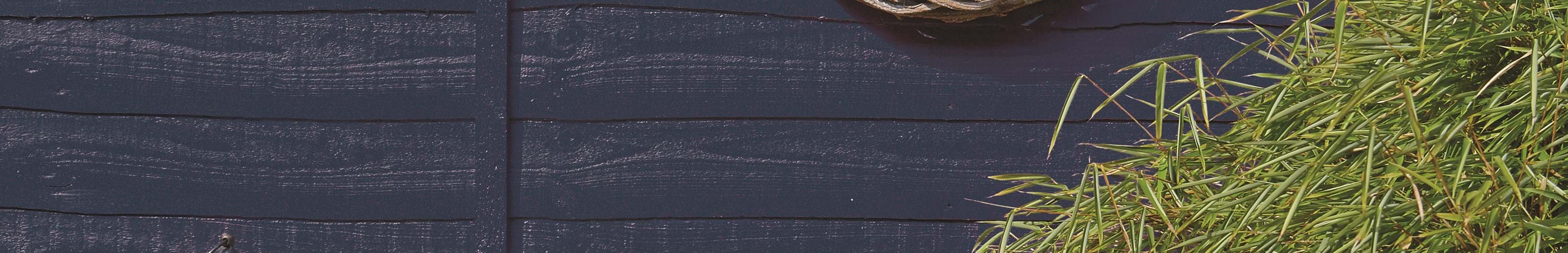 Ronseal_Garden_Paint_Midnight_blue_fence.jpg